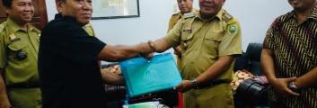 ID Mendampingi MA sampaikan SK Hutan Adat kepada Bupati Sanggau