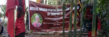 170 Orang Dayak Iban Sarawak Mendirikan Pentik  Di Tembawang Tampun Juah